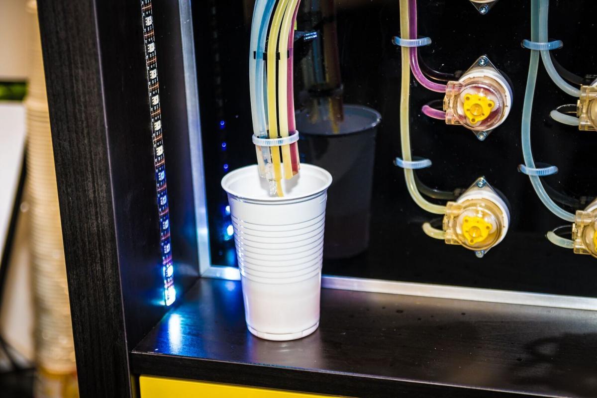 Getränkemixer veranschaulicht neue Geschäftsmodelle für die Industrie
